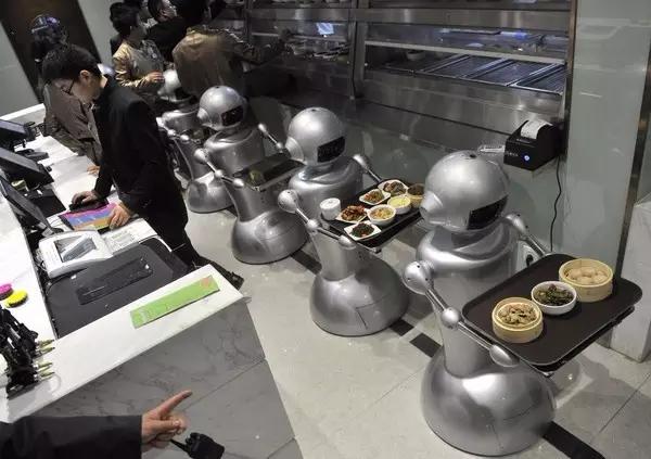 机器人取代工厂劳动力,人工智能时代,白领将何去何从?